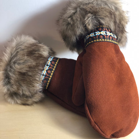 Fur & Braid Moose Suede Mitt (Moose)