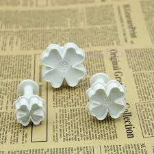 57 pieces Cake/Cookie Decorating Sugarcraft Cutters, smoothers & Plungers - Flower Leaf Shapes