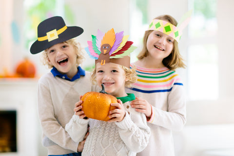 kids-smiling-with-their-thanksgiving-hats