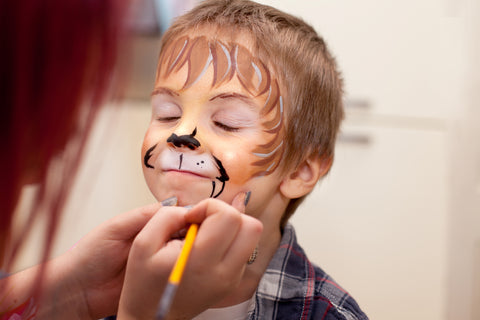 women-face-painting-boys-face