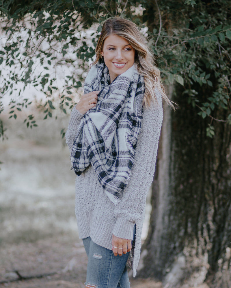 Cuddle Up Blanket Scarf- White/Black