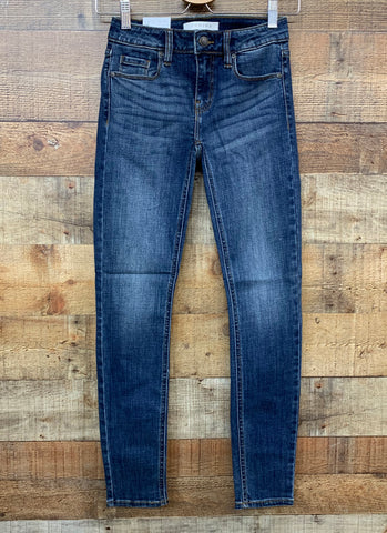 dark washed skkiny jeans