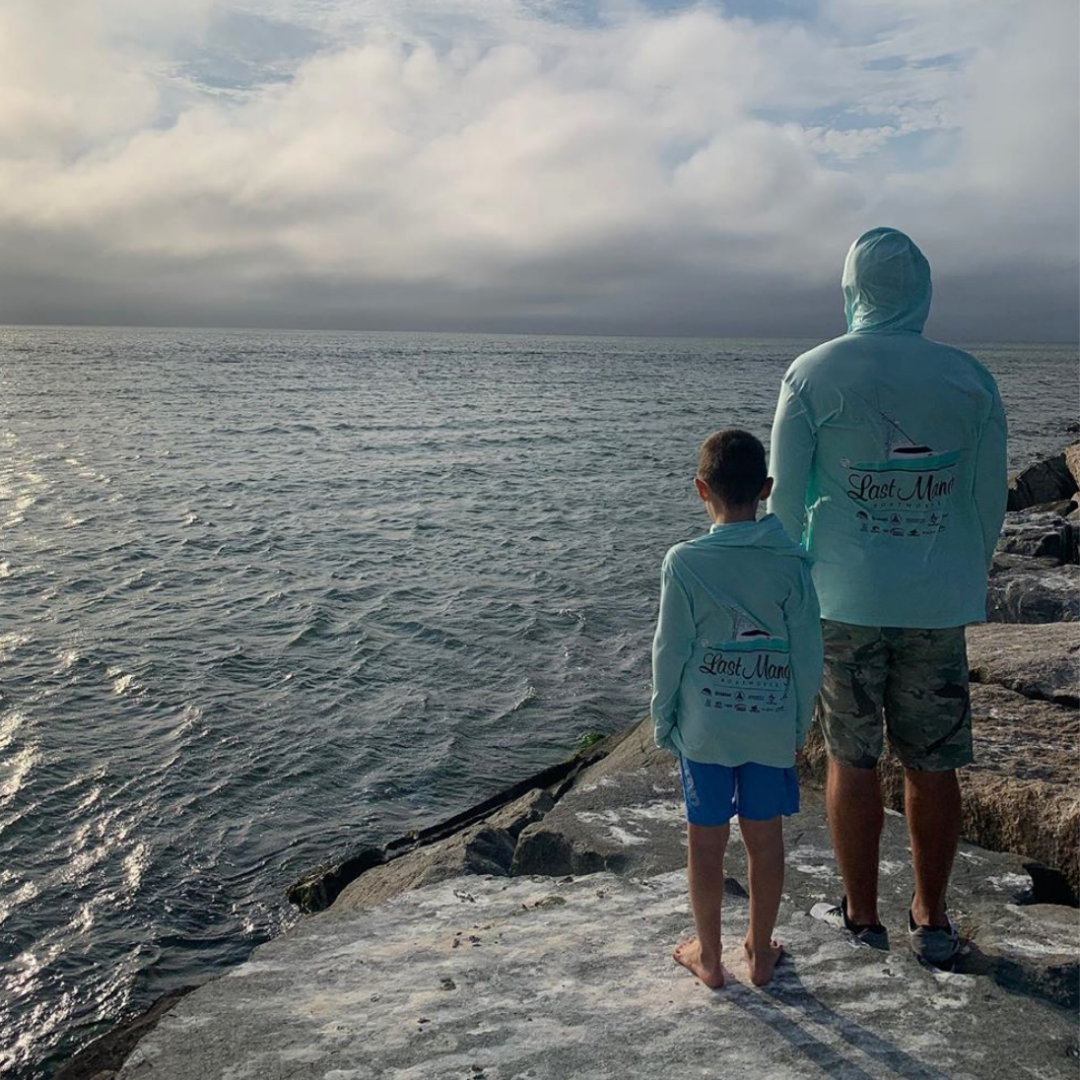 2 people looking out on the ocean