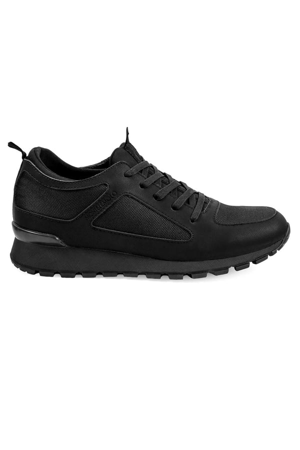 Total-Black Sneakers