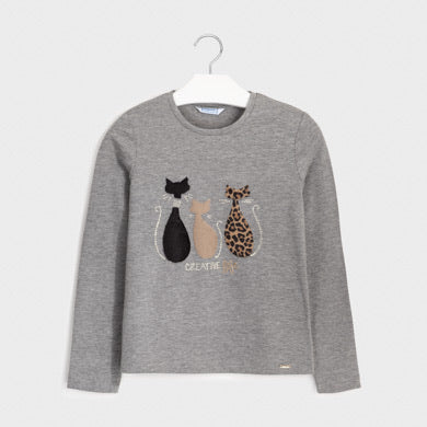 Long sleeved t-shirt for girl aged 8 to 16 years. Round neckline. Made from soft elasticated cotton fabric. Decorative elements: decorative applique, faux fur appliques, studs. grey long sleeved tee shirt 7071
