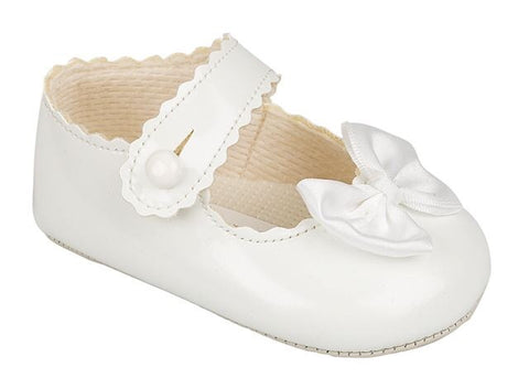Early Days - white  pram shoe, B604