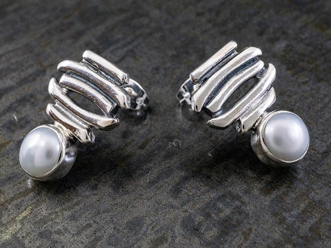 Linear Pearl Earring on Post