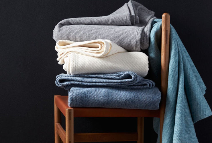 Made from a blend of organic cotton and organic wool, this organic Sequoia blanket offers a soft, cottony feel paired with the warmth of wool.