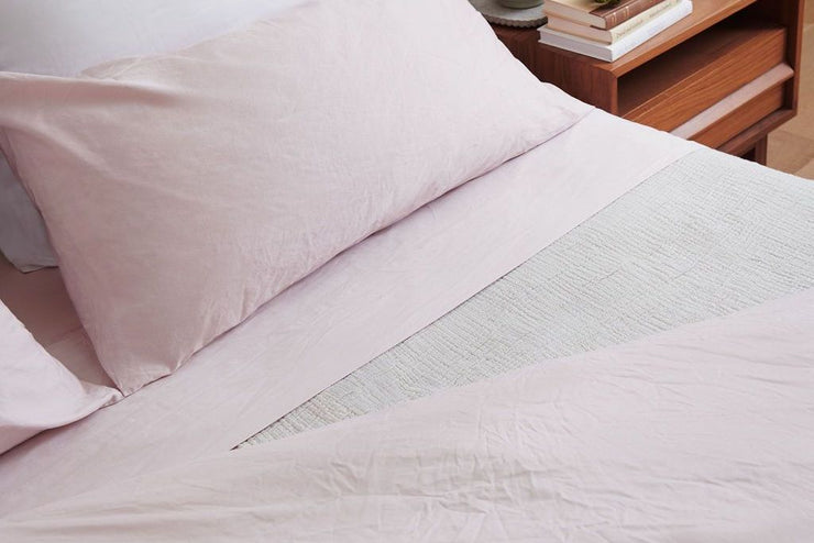 The Luxury Organic Sheet Set by White Terry is made for daily use—durable, beautiful, and supremely comfortable.