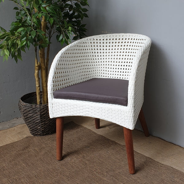 Aria outdoor white wicker chair