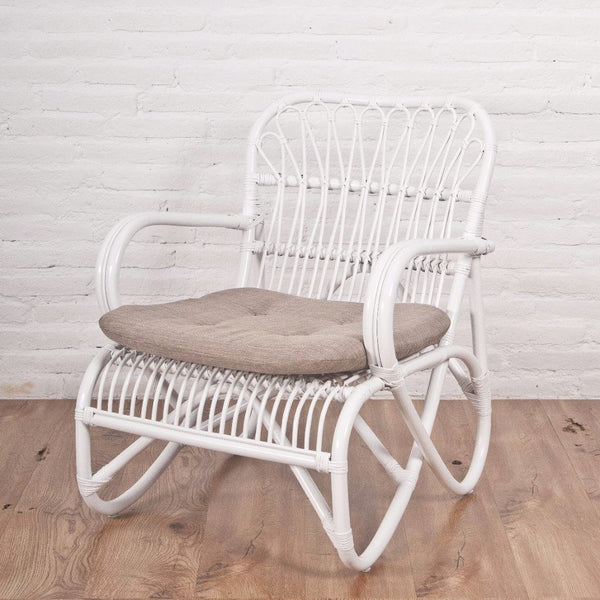 Maya rattan lounger chair, white with cushion