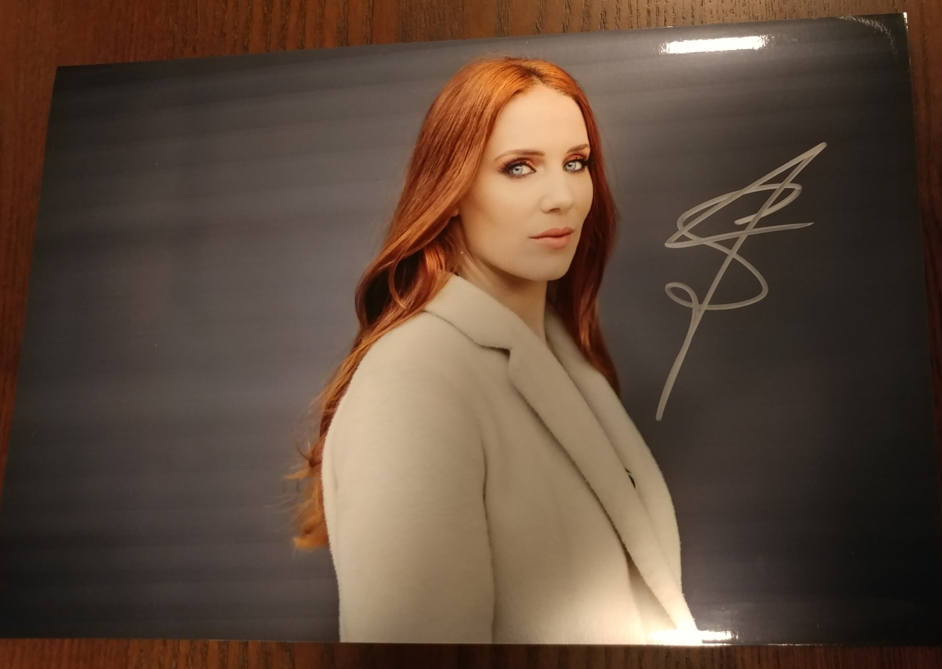 Simone Simmons - 1.2 signed 8x12 (damaged)
