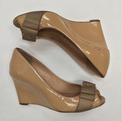 b884d1e9deef Tory Burch Nude Patent Leather Peep Toe Wedges (Size 5) – Bethany s ...