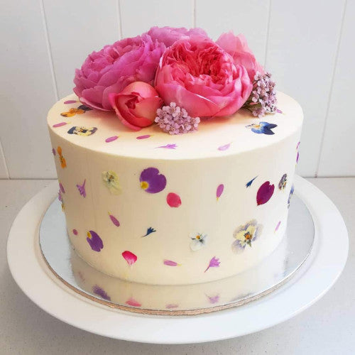 Edible flower cake