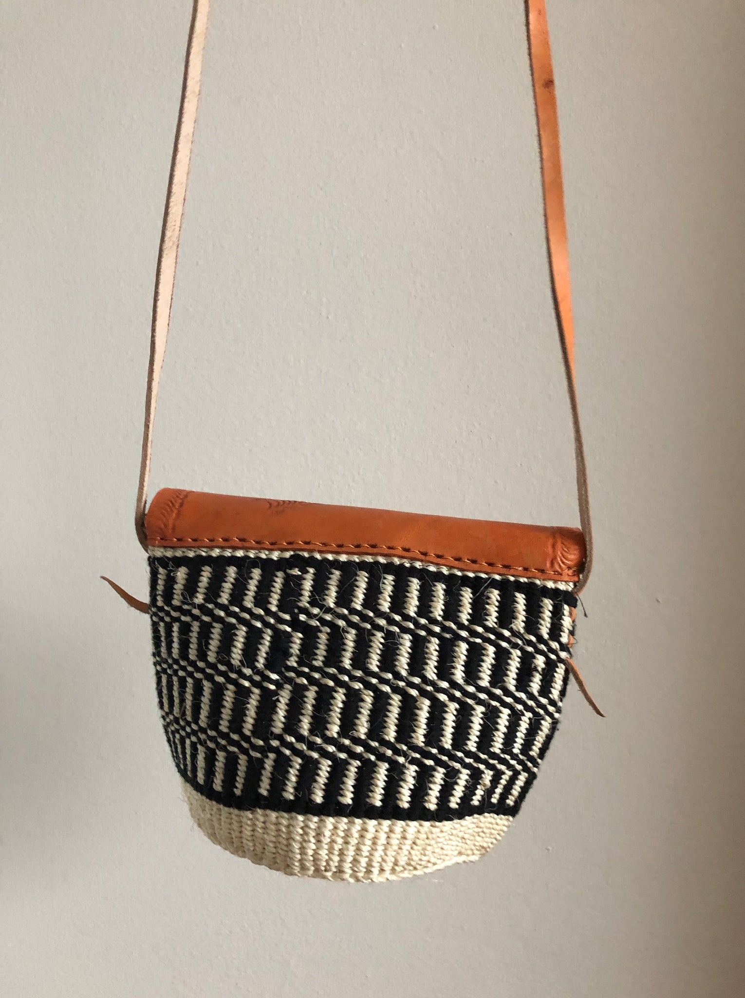 SISAL PURSE MIDI black