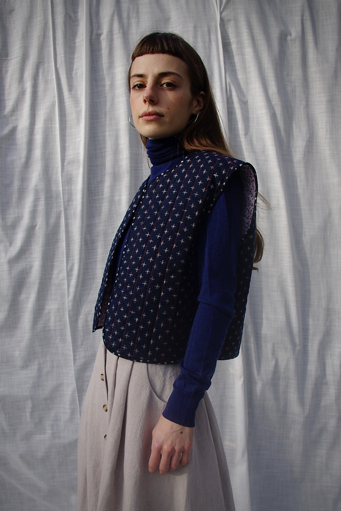 ANAÏS QUILTED VEST blue crosses