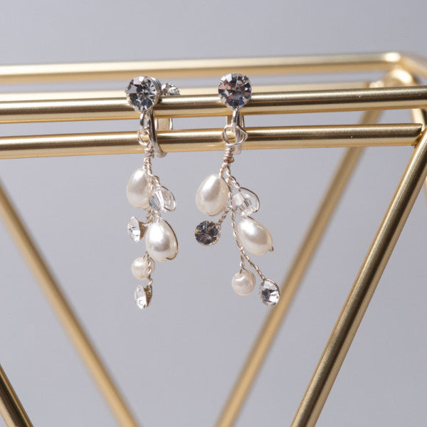 Pearly Flower Earrings - Shop No.2 Accessories