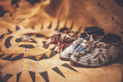Native American Indian Artifacts, Navajo Rugs, Baskets, Carvings and Beadwork