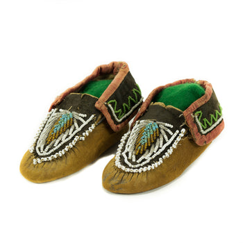 American Indian  beadwork, child's moccasins, iroquois  Iroquois Child's Moccasins