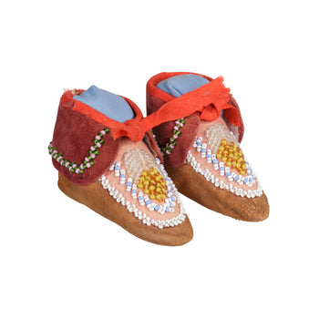 American Indian  baby moccasins, beadwork, child's moccasins, iroquois, moccasins  Iroquois Baby Moccasins