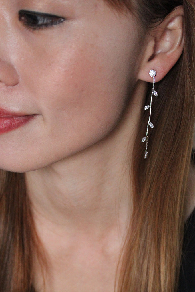 Elegant simple lines crystal earrings