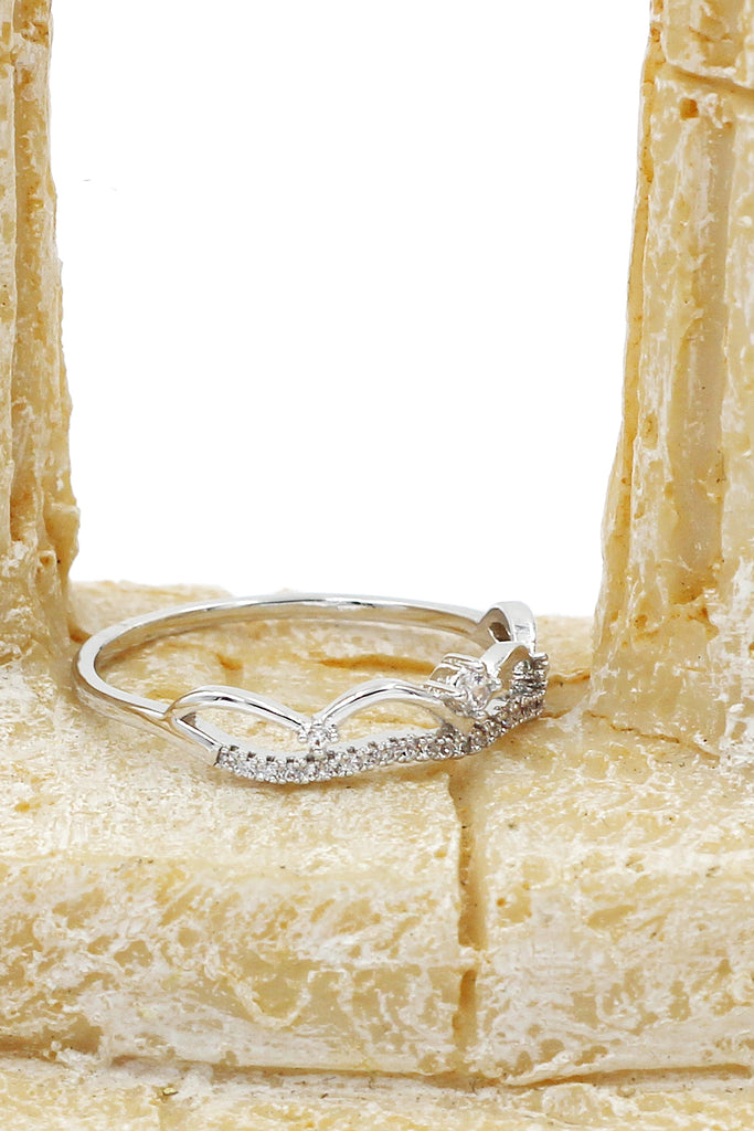 fashion small wavy crystal ring