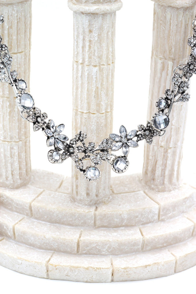 pretty wreath crystal necklace