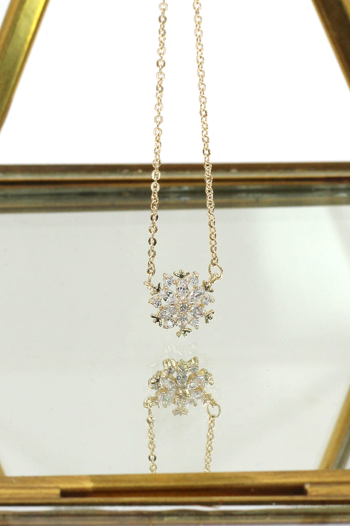 mini snowflake crystal clavicle necklace