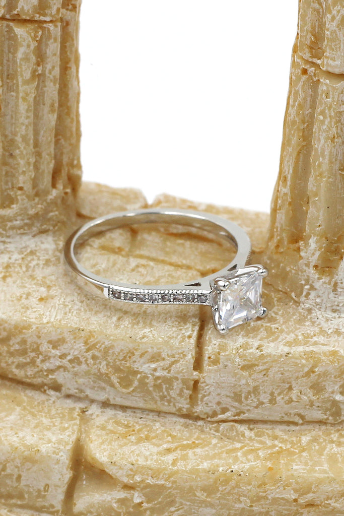 fashion four-claw square crystal ring