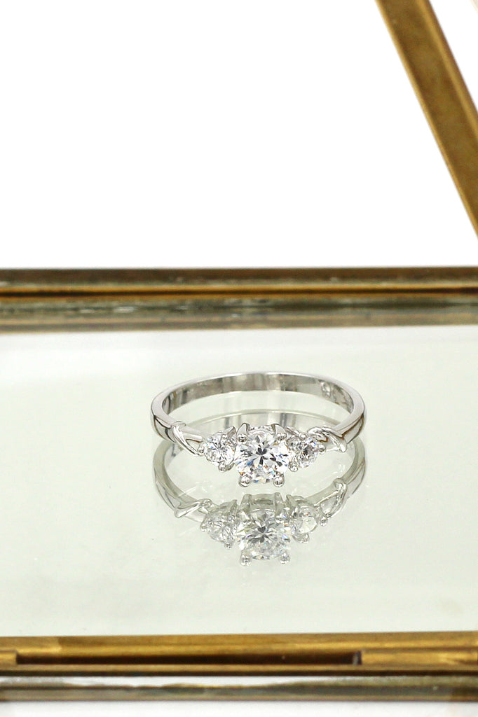 fashion sparkling crystal ring