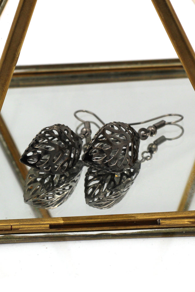 hollow crystal leaves earrings