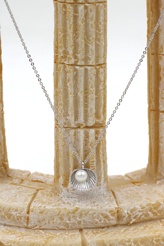 shell pearl pendant necklace