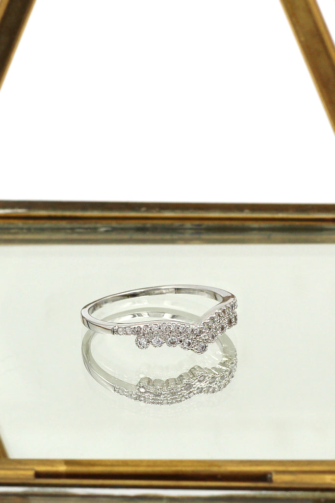 v-shaped crystal ring