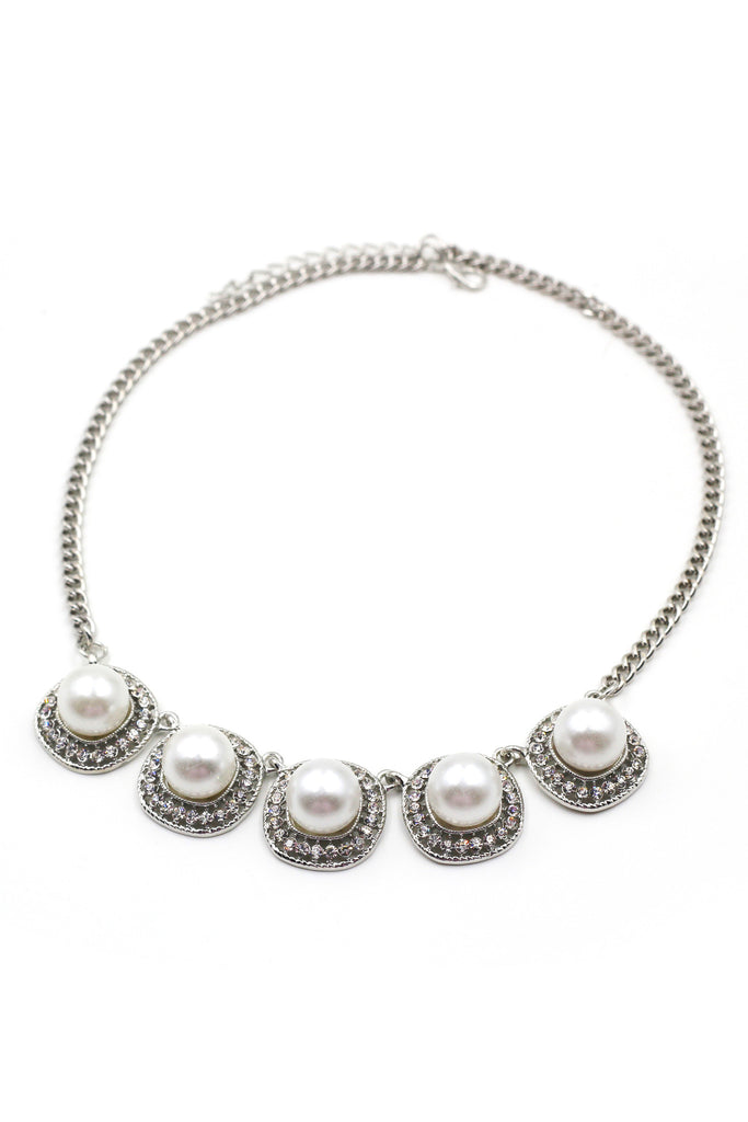 Noble pearls necklace