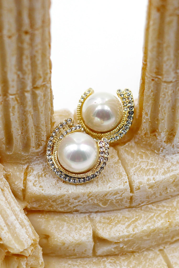elegant temperament pearl necklace earring set