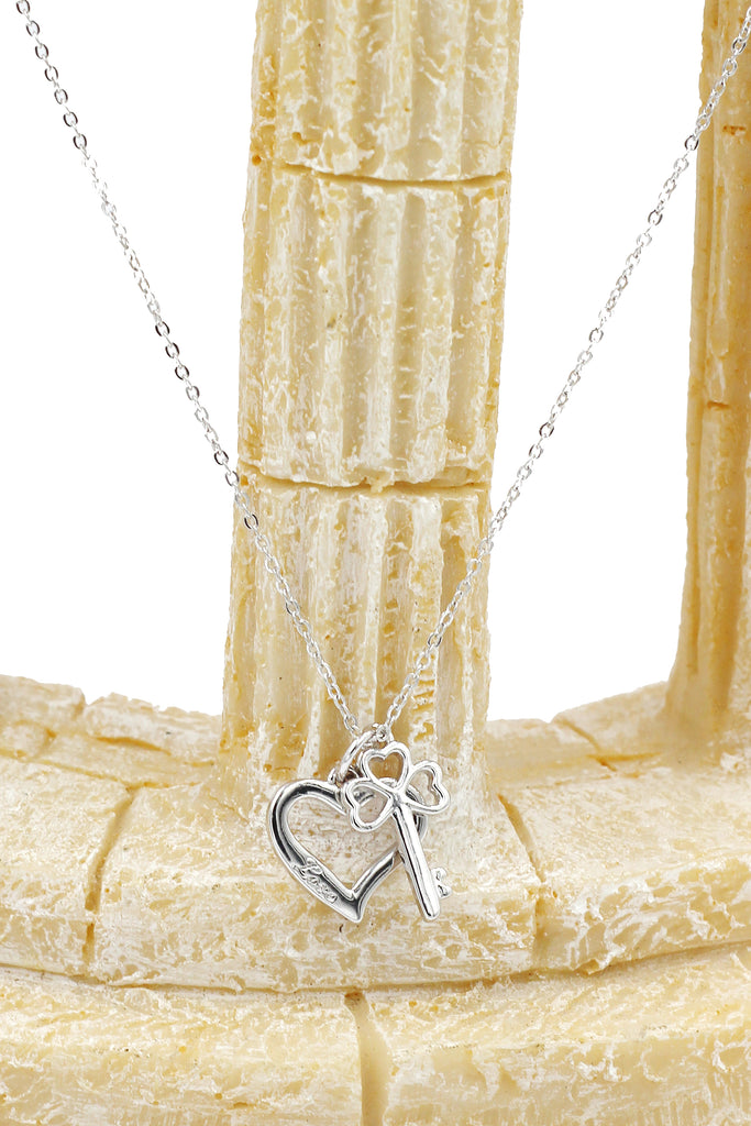 Simple love clavicular necklace