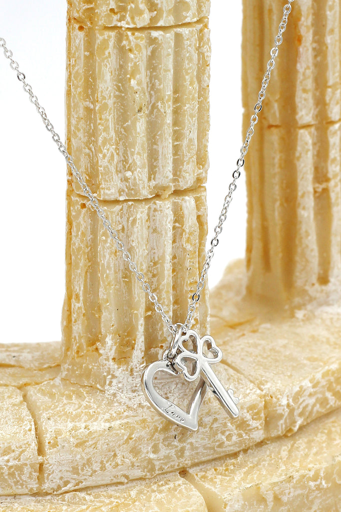 Simple love clavicle necklace