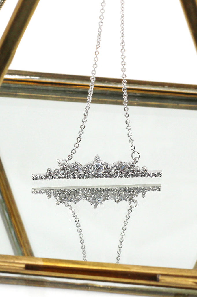 exquisite sparkling crystal silver necklace