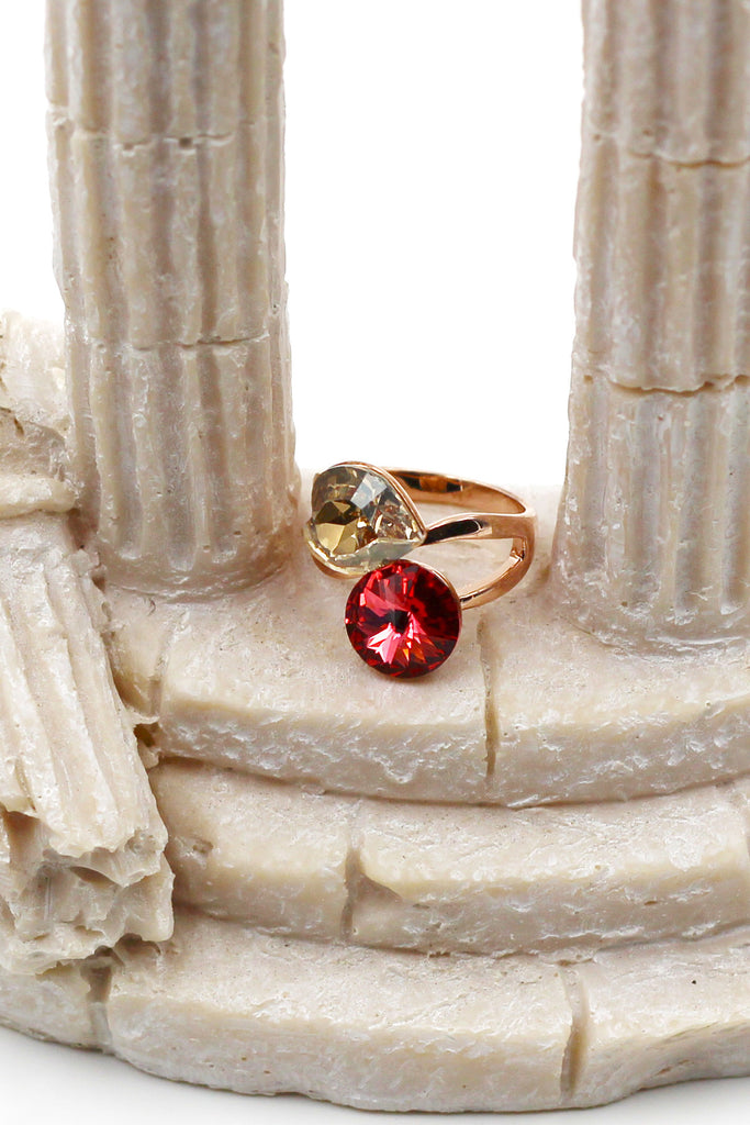 Noble Love shape Crystal Gold Ring