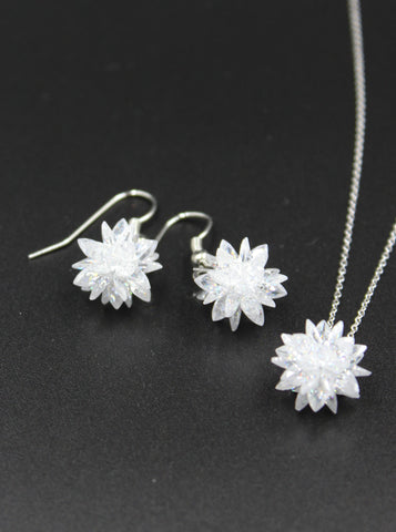 Elegant crystal flower earrings