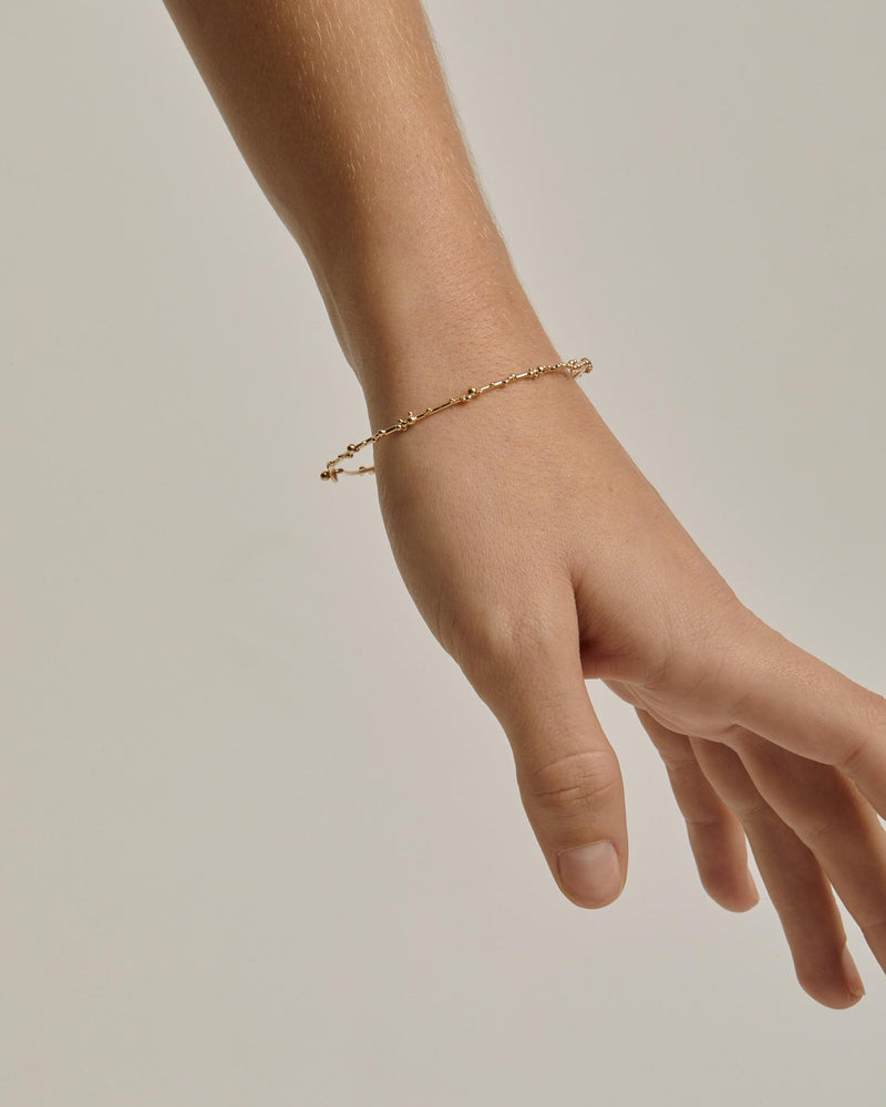 Fine Papilla Bangle Gold | Sarah & Sebastian onBody
