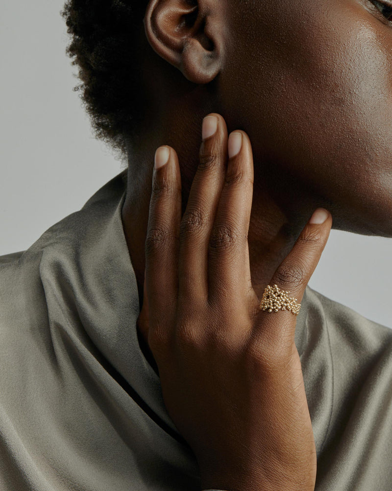 Papilla Band Ring Gold | Sarah & Sebastian onBody
