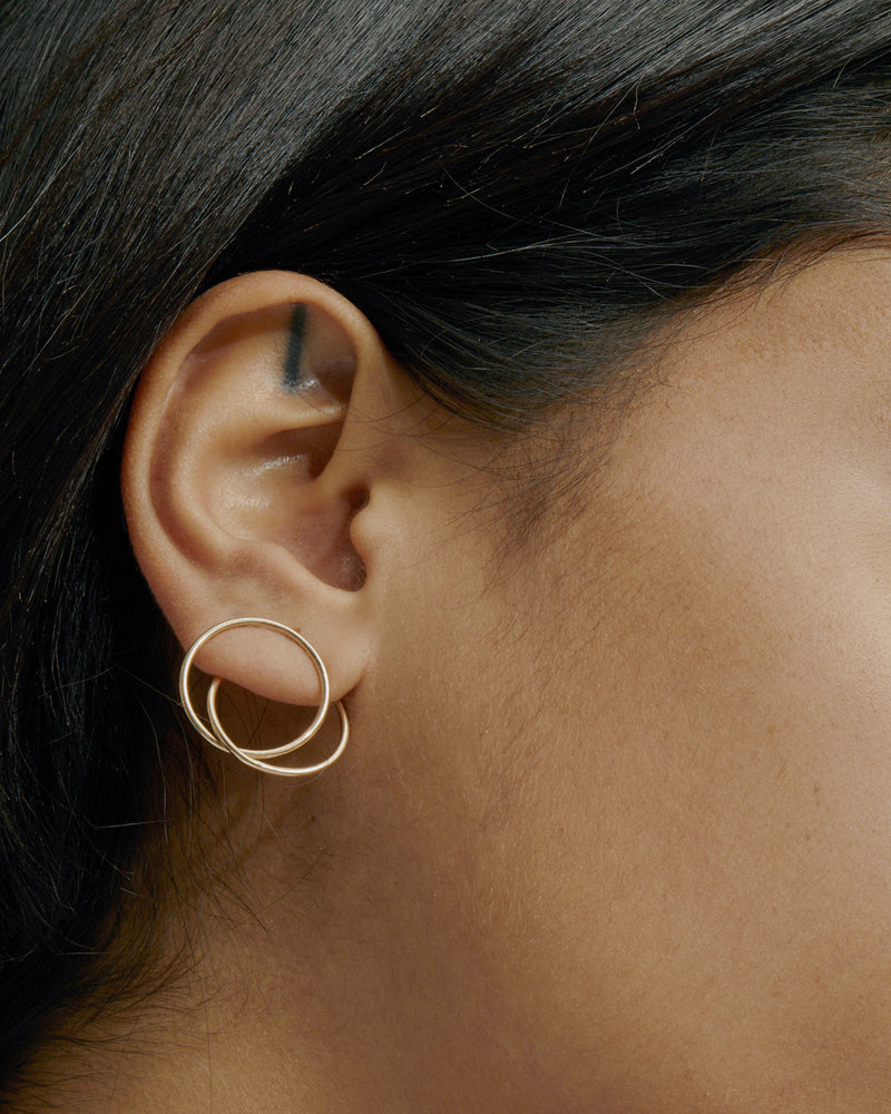 Interlocking Ringed Earrings Gold | Sarah & Sebastian onBody