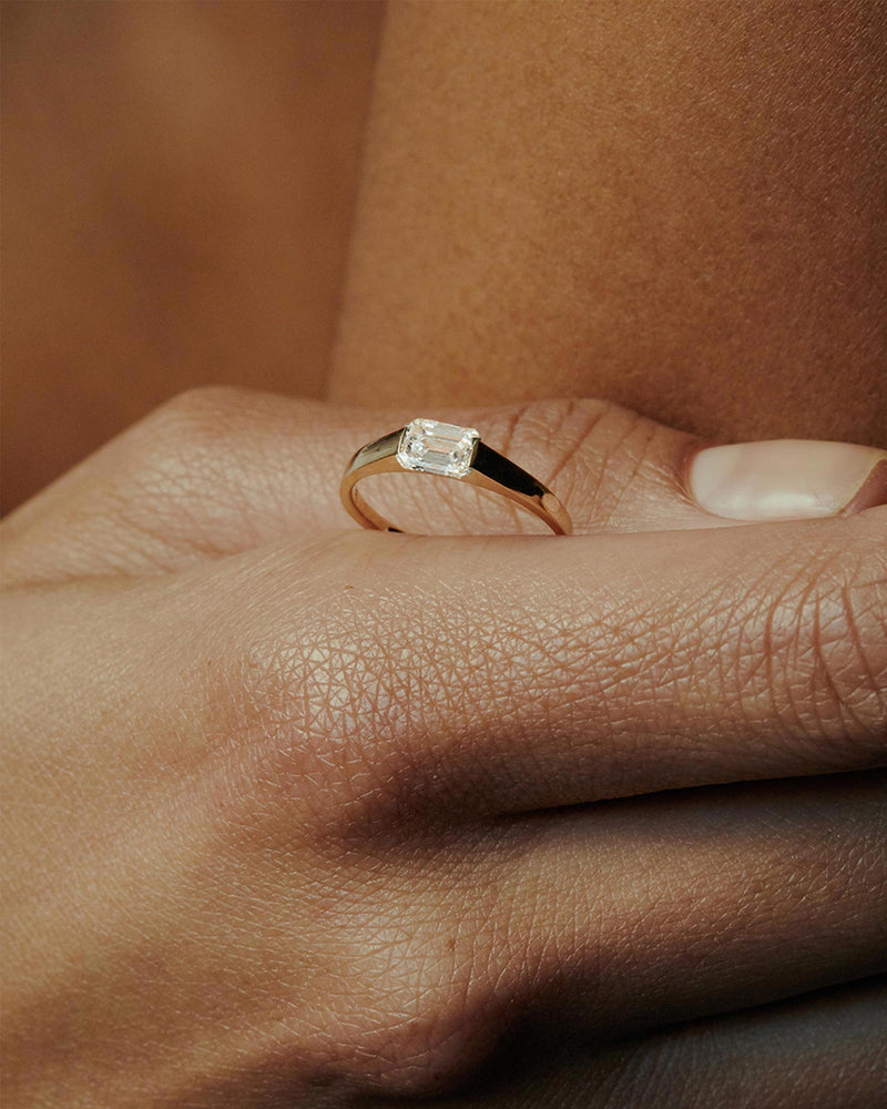Suspense Emerald Diamond Ring Gold | Sarah & Sebastian onBody