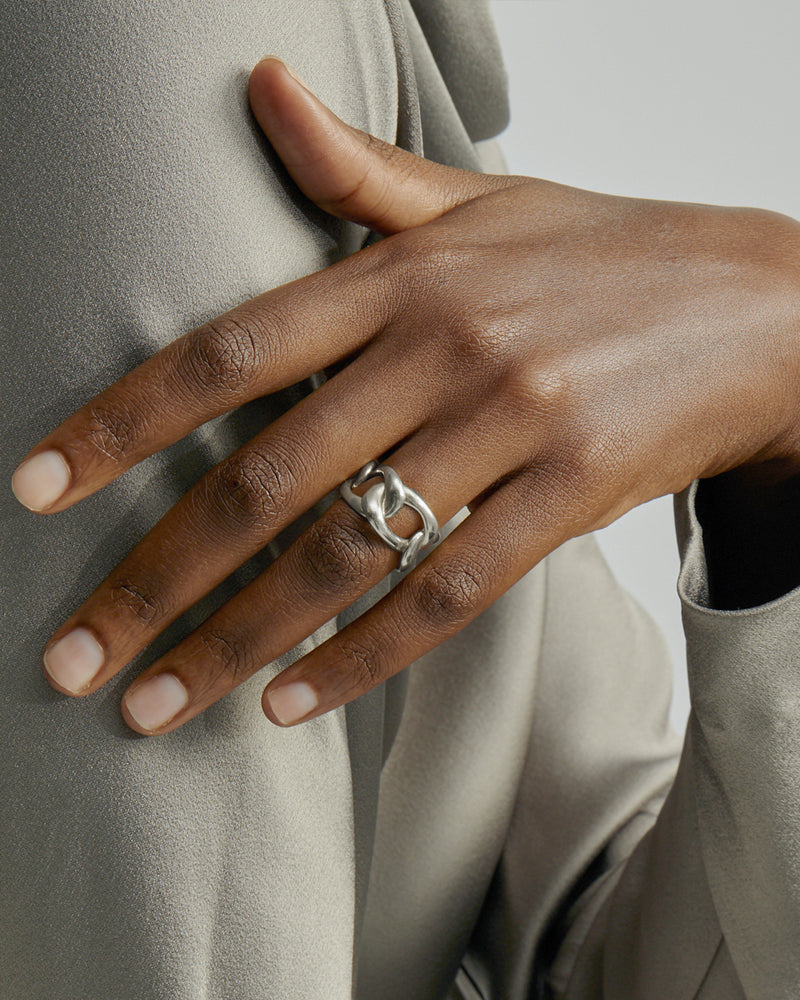 Statement Jelly Chain Ring Silver | Sarah & Sebastian onBody