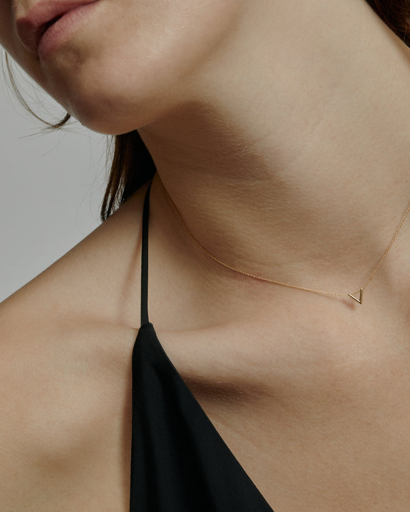 Triangle Thread Necklace Gold | Sarah & Sebastian onBody