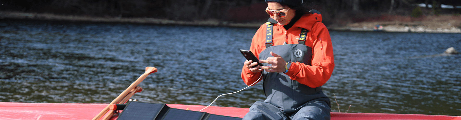120W portable solar panel for hiking