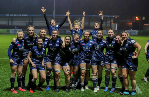 Sale Sharks women team in group photo with BOL tshirts