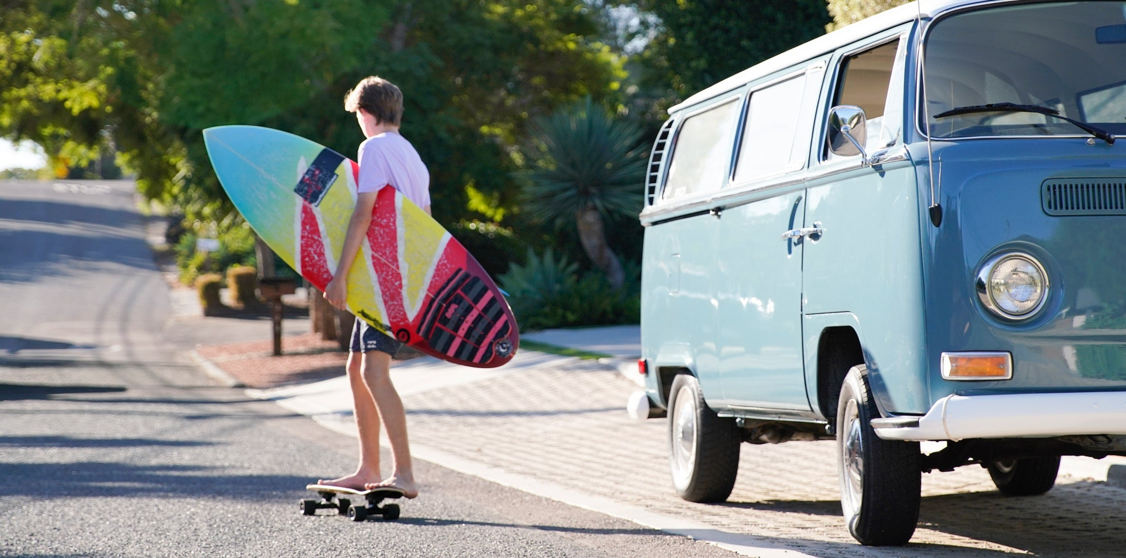 Barefoot Cruiser with Surfboard