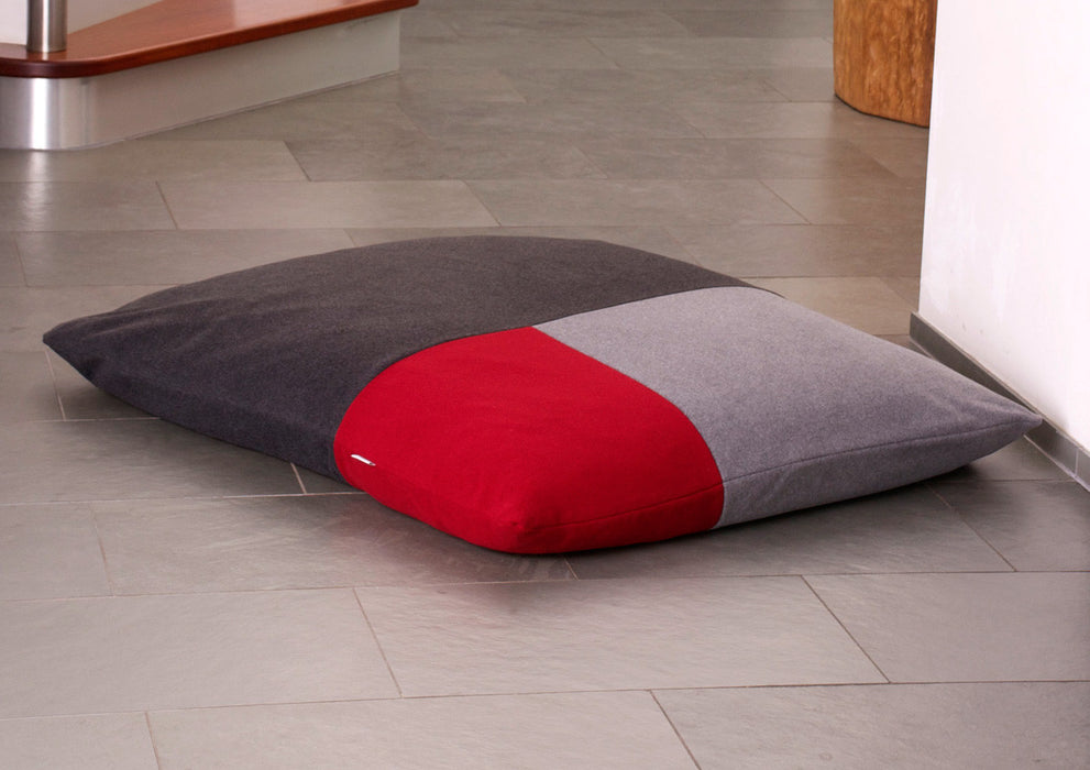 Divan Quattro Dog Bed (Red/Graphite/Grey)